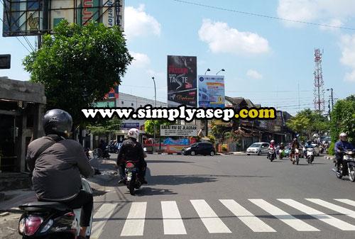 BONCENG:  Salah satu ruas jalan menuju Malioboro selanjutnya connecting ke Pasar Beringharjo.  Cuaca panasnya asyik Tidak sepanas kota Pontianak. Foto Asep Haryono