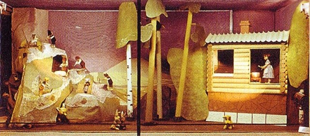 """Общий вид витрины """"Белоснежка и семь гномов"""