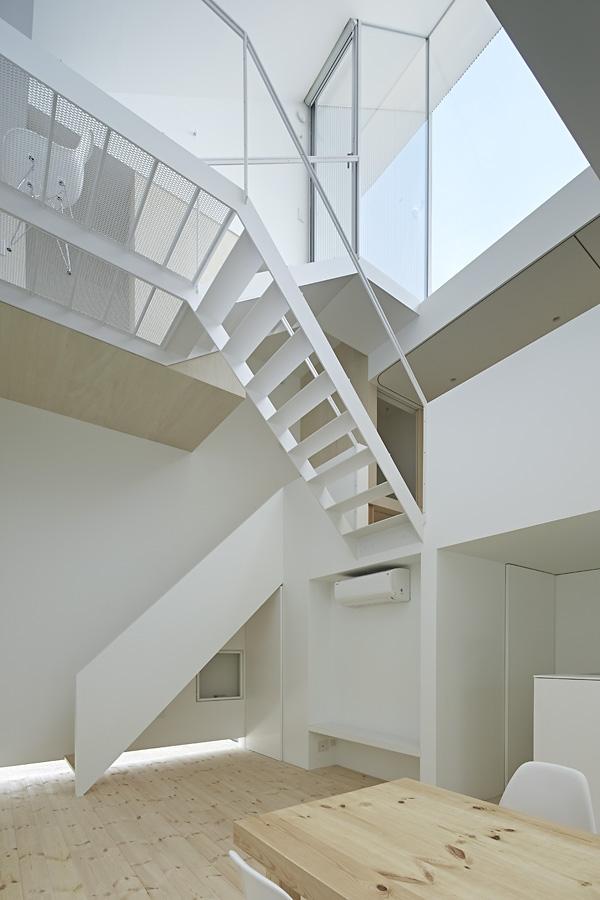 08-A-L-X-Sampei-Junichi-Architecture-Building-that-Envelops-Beauty-www-designstack-co