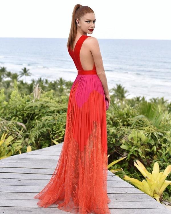 Marina Ruy Barbosa vestido de festa  madrinha de casamento na praia
