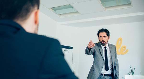 Jangan Panik! Ini 5 Tips Menghadapi Atasan Yang Marah