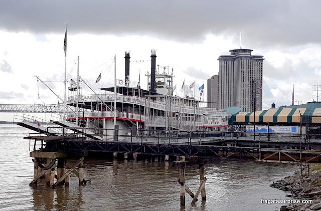 Barco a vapor Natchez, que faz passeios turísticos pelo Rio Mississípi, em Nova Orleans