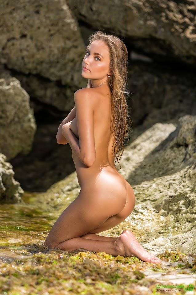 [2Clovers.Com] Clover - Bikini Photo Safari - idols