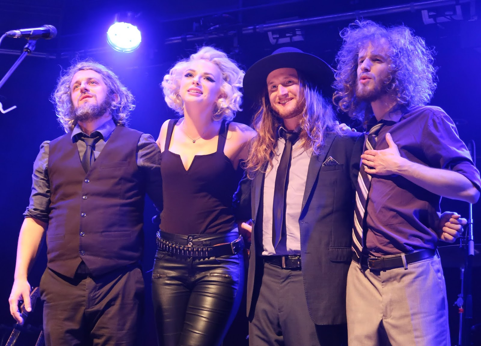Going Dutch Samantha Fish Shares Conversation With Blues Enthused Blues Enthused