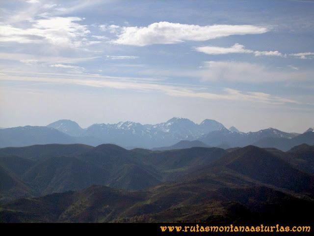 Ruta peña Manteca o Horru: Vista del macizo de Ubiña