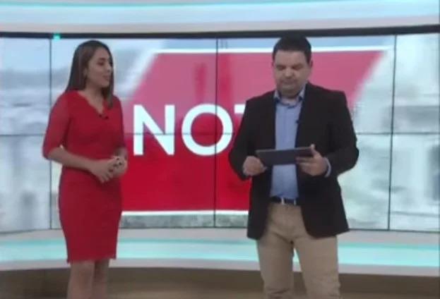 Alburean en vivo a conductor de noticiero en televisión