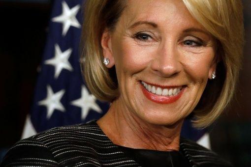 Secretaria de Educación de EE.UU. apuesta por la privatización