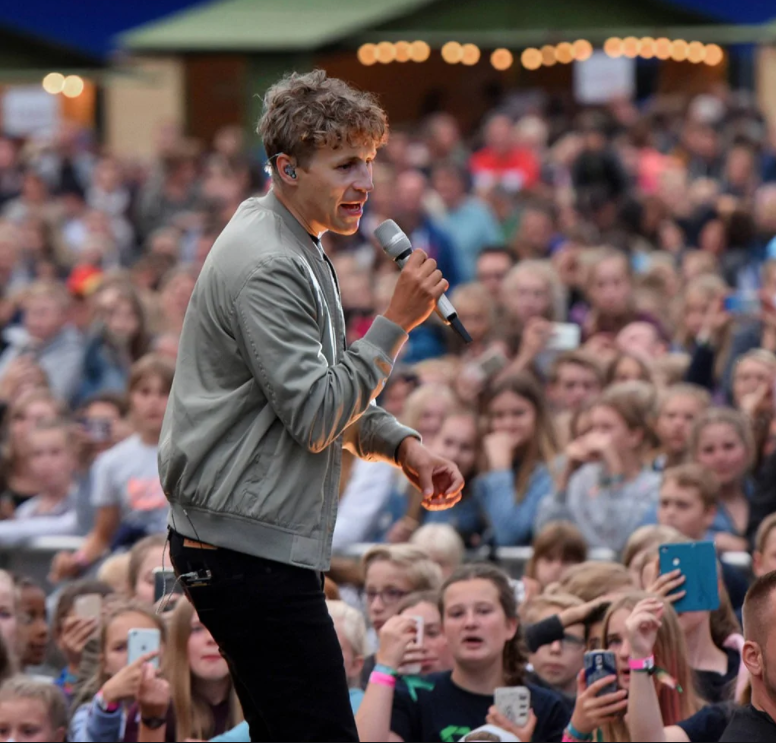Germany Lets More Than 4000 Attend A Tim Bendzko Concert In Order  To Study How COVID-19 Will Infect Them