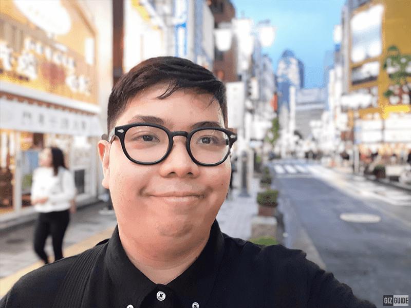 Selfie camera live focus