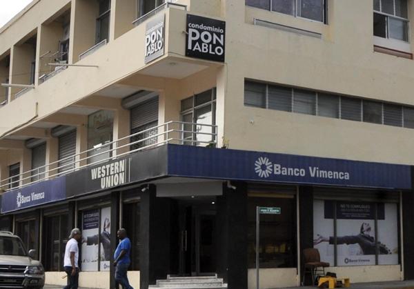 Asaltantes roban RD$11 millones del Banco Vimenca en Santiago