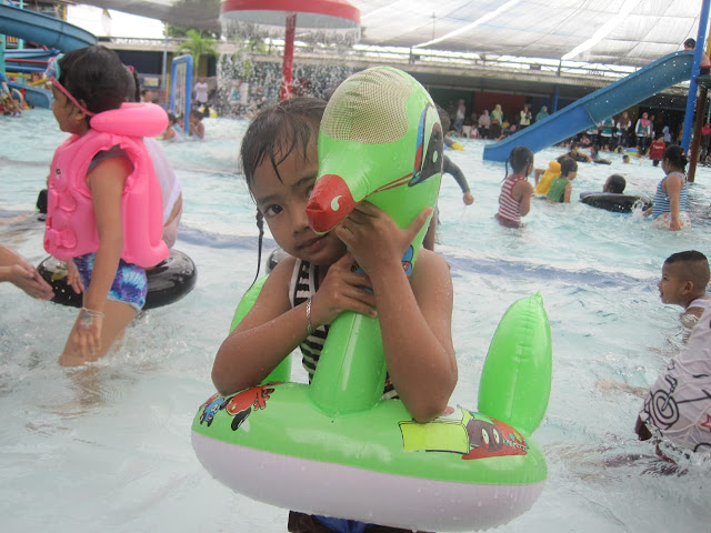 berenang di Kolam renang kinkong pandaan