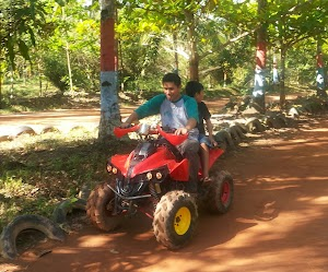 Bermain Motor ATV Di Pantai Wisata Nusantara Mempawah - Kalimantan Barat