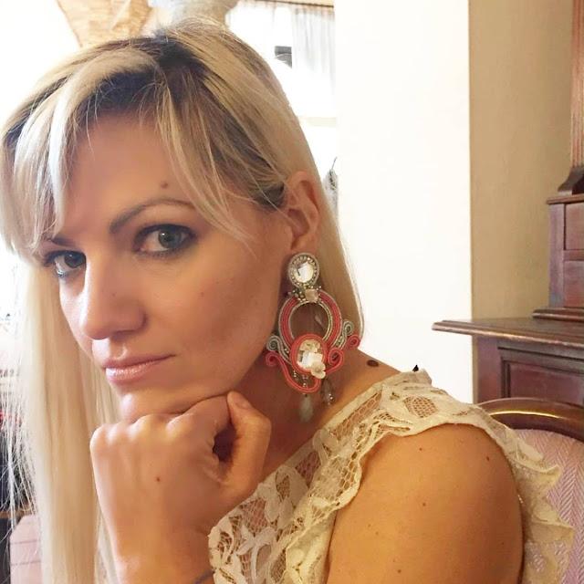 mariafelicia magno fashion blogger orecchini Eleonora canonico outfit pizzo outfit abito pizzo outfit primavera estate 2018 abito gloria bellacchio mariafelicia magno fashion blogger colorblock by felym fashion blogger italiane fashion bloggers italy lace dress how to wear lace dress