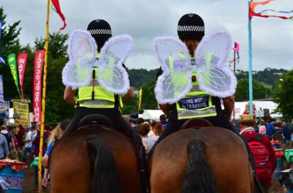 policiais fantasiados