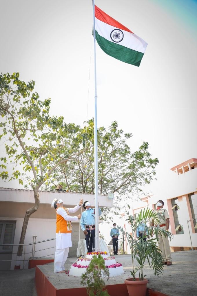 एक सफल और श्रेष्ठ राष्ट्र के रूप में हम कामयाब हुए हैं : कुलपति प्रो. रजनीश कुमार शुक्ल