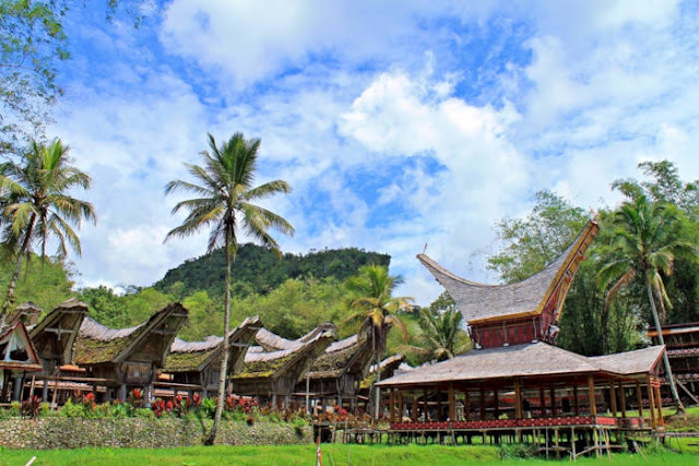 Komodifikasi Budaya Dan Parawisata Di Tana Toraja