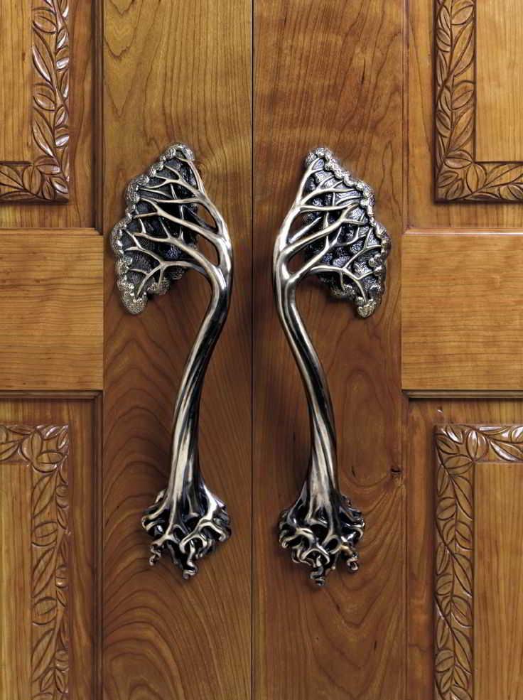 Model Gagang Pintu Kayu untuk Rumah Klasik