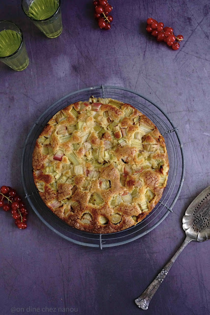 rhubarbe , gâteau moelleux , pâte d'amandes , épeautre , amandes