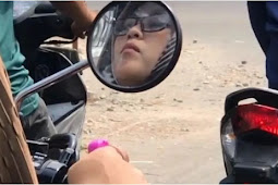 Viral! Wanita Cantik Berzikir Sambil Mengendarai Motor