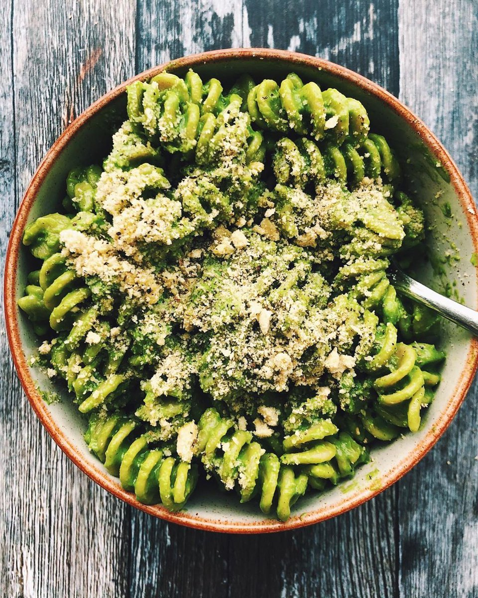 Creamy Avocado and Pesto Pasta Dish Recipe