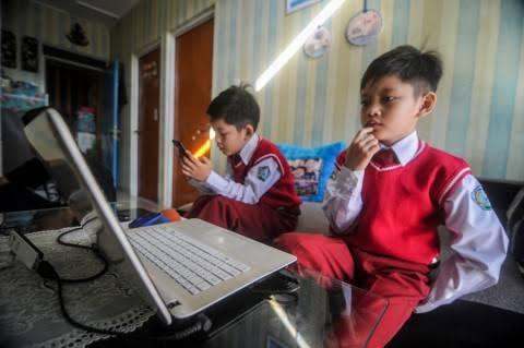 Prihatin dengan kondisi dunia pendidikan di masa pandemi, Himpunan mahasiswa Islam (HMI) Cabang Karawang menilai pendidikan semakin tidak terarah