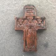 На раскопках под Россонами нашли уникальный крест времён Ивана Грозного