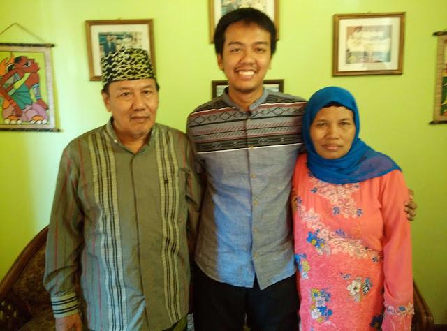 foto abas dengan orangtuanya