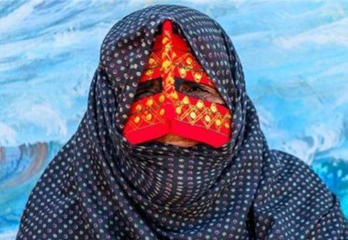 Những phụ nữ đeo mặt nạ bí ẩn ở Trung Đông 2