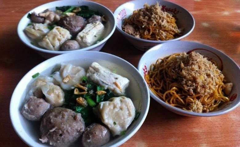 Tempat Makan Bakso Paling Enak di Bandung
