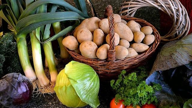 Az alapvető élelmiszerek áfájának csökkentését kezdeményezi az LMP
