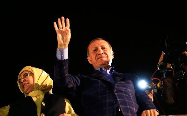 Νίκη Ερντογάν σε μία τριχοτομημένη Τουρκία