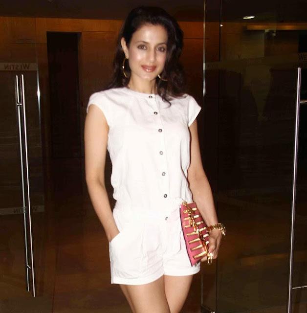 Bollywood Actress Amisha Patel Stills At Event in Mumbai Navel Queens