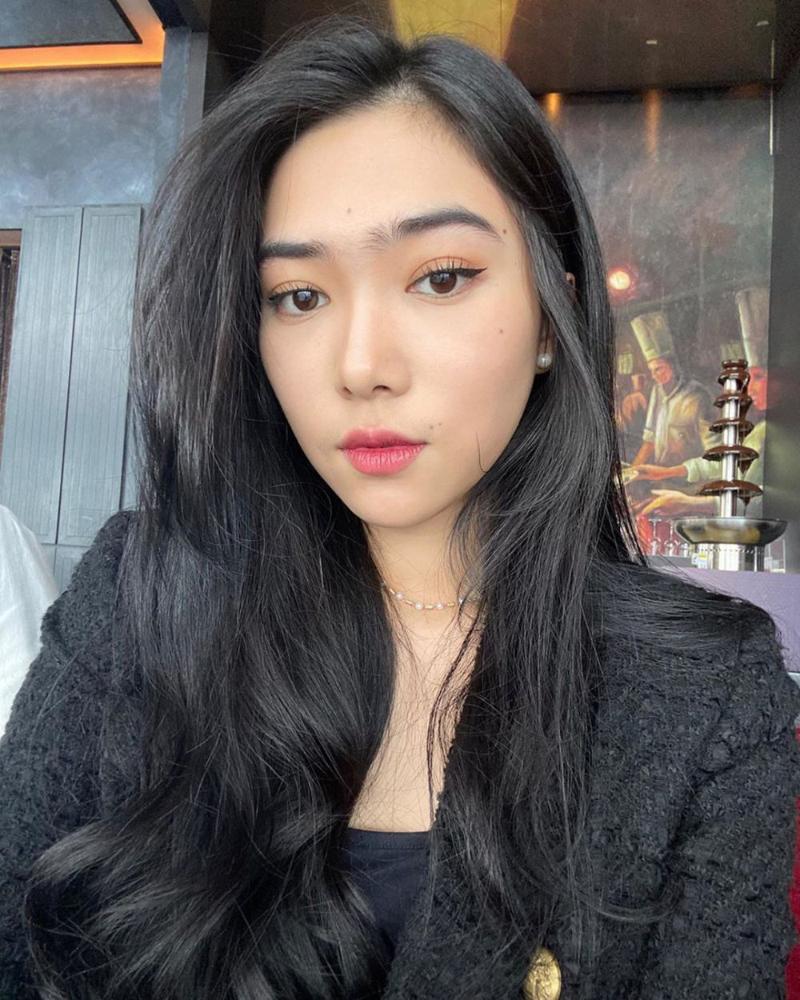 artis cantik Bandung Isyana Sarasvati