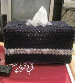 http://translate.googleusercontent.com/translate_c?depth=1&hl=es&rurl=translate.google.es&sl=en&tl=es&u=http://craftyghoul.com/2013/11/18/most-metal-tissue-box-cozy-free-crochet-pattern/&usg=ALkJrhgfDE9OhyG1VgakKgHAfvoxax8BUw