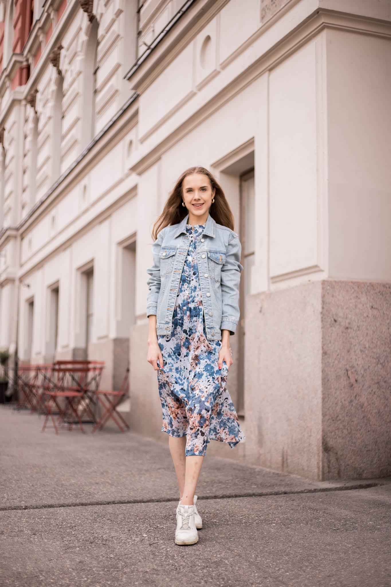 Kukallinen kesämekko ja farkkutakki // Floral summer dress and denim jacket