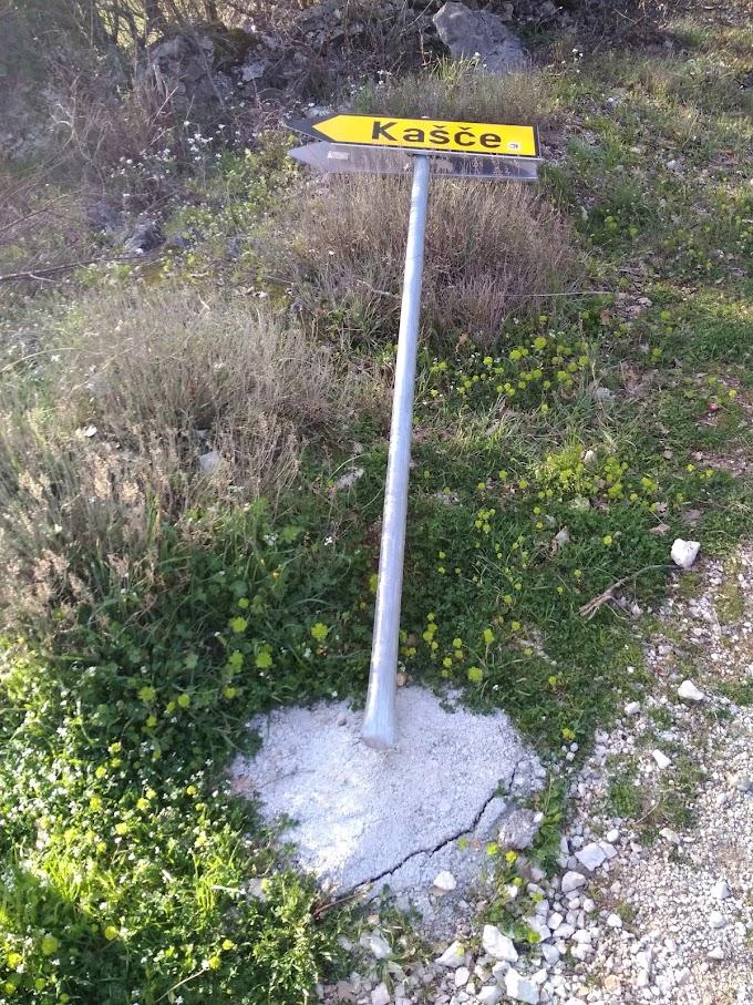 """FOTO: U huliganskom pohodu """"stradali"""" prometni znakovi od Vojnića do Graba"""