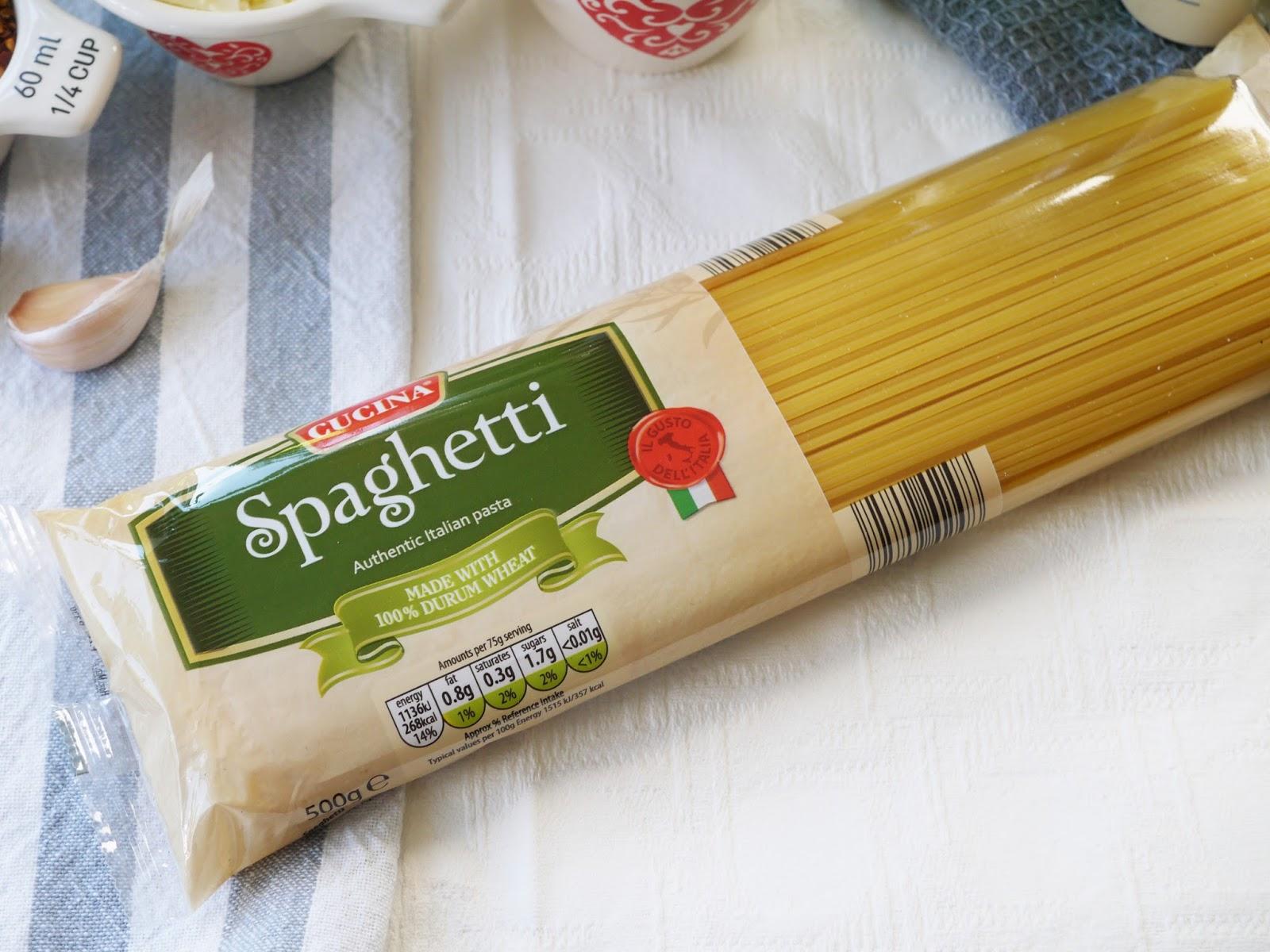 This Muslim Girl Bakes One Pot Tomato Spaghetti
