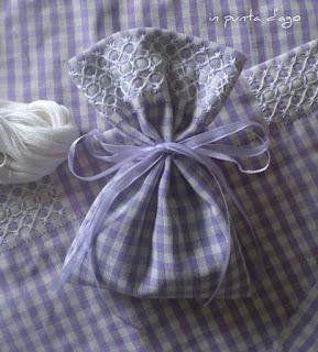http://silviainpuntadago.blogspot.it/2013/03/sacchetti-portaconfetti.html