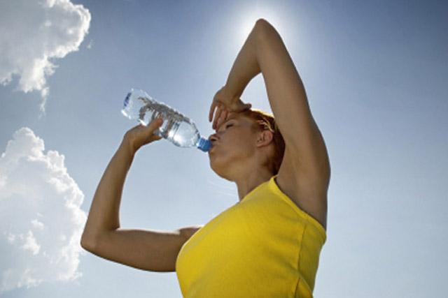 bebe agua