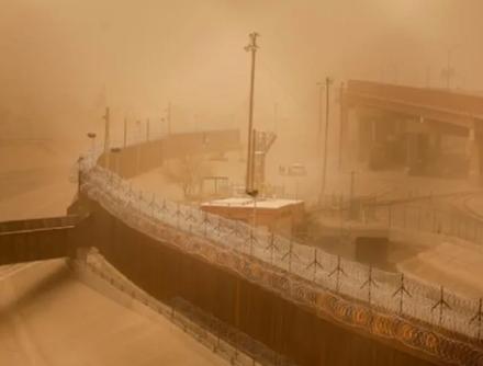 Τεράστια αμμοθύελλα κατάπιε χθες το Τέξας