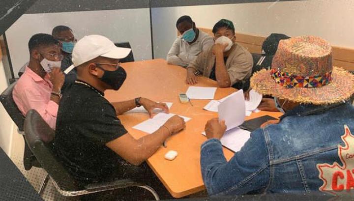 Em vésperas de natal, Young Family assina com a Milionário Records
