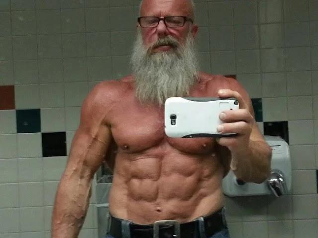 كمال بناء الاجسام في السبعين والستين سن متقدمة العضلات