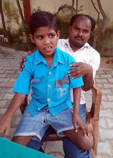 समाजसेवी राजेश कुमार ने मंद बुद्धि बच्ची को उसके परिवार से मिलाया | #NayaSaberaNetwork