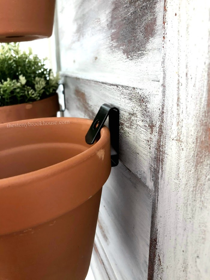 Planter pot with wall clip