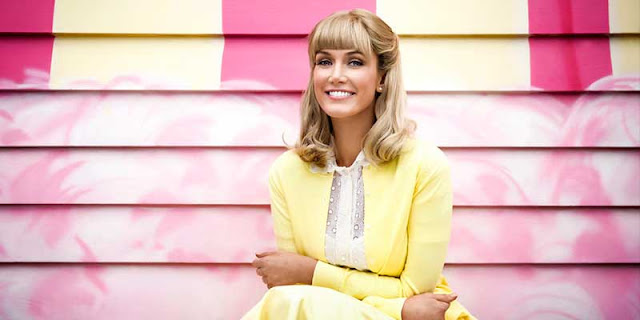 La vida de la actriz y cantante Olivia Newton-John en COSMO