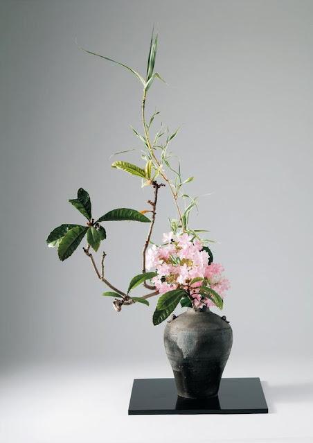 seni merangkai bunga dengan aliran Ohara