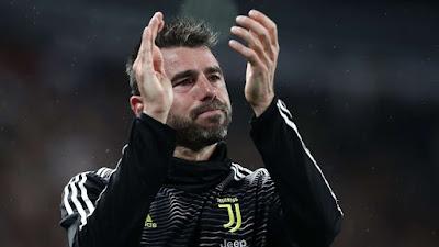 Huyền thoại Barzagli đột ngột chia tay Juventus