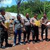 Empati, Kapolsek Tinggimoncong Bersama Bhsyangkari Ranting Malino Memberi Tali Asih Kepada Warganya