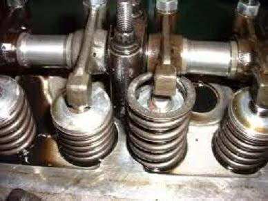 صوت الطقطقة أو السكسكة في المحرك و كيف نتجنبها فهي تحدث عندما يشتعل المزيج ذاتياً قبل شرارة شمعات الإحتراق