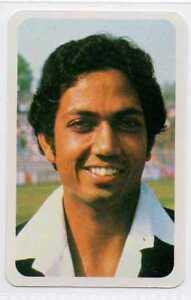 "Mohinder ""Jimmy"" Amarnath Bhardwaj About this soundpronunciation (help·info) (born 24 September 1950) is an Indian former cricketer and current cricket analyst. He is the son of Lala Amarnath, the first post-independence captain of India. His brother Surinder Amarnath was a Test player. Another brother Rajinder Amarnath is a former first class cricket and current cricket coach.  Mohinder was seen in the latter part of his career, as the finest Indian batsman against express pace          1950 సెప్టెంబర్ 24 న పాటియాలా లో జన్మించిన మోహిందర్ అమర్నాథ్ (Mohinder Amarnath) భారత మాజీ క్రికెట్ క్రీడాకారుడు. జిమ్మీ అనే ముద్దు పేరు కలిగిన ఇతని పూర్తి పేరు మోహిందర్ అమర్నాథ్ భరద్వాజ్ (Mohinder Amarnath Bhardwaj). మోహిందర్ అమర్నాథ్ తండ్రి లాలా అమర్నాథ్ స్వతంత్ర భారత క్రికెట్ జట్టు తొలి కెప్టెన్. ఇతని సోదరుడు సురీందర్ అమర్నాథ్ కూడా భారత్ తరఫున క్రికెట్ ఆడినాడు.    1969 లో ఆస్ట్రేలియా పై చెన్నై లో మోహిందర్ అమర్నాథ్ తన తొలి టెస్ట్ ఆడినాడు. తన టెస్ట్ క్రికెట్ ఆఖరు దశలో అత్యుత్తమ బ్యాట్స్మెన్ గా పేరుపొందాడు. ఇమ్రాన్ఖాన్, మాల్కం మార్షల్ లాంటి మహా బౌలర్లచే పొగడబడ్డాడు. 1982-83 లో మోహిందర్ పాకిస్తాన్ పై 5, వెస్ట్ఇండీస్ పై 6 మ్యాచ్లు ఆడి మొత్తం 11 మ్యాచ్లలో 1000 పరుగులు సాధించాడు. సునీల్ గవాస్కర్ తను రచించిన ""Idols"" పుస్తకంలో ప్రపంచంలో ఉత్తమ బ్యాట్స్మెన్ గా మోహిందర్ అమర్నాథ్ ను కీర్తించాడు. తన తొలి శతకాన్ని పెర్త్ లో ఆస్ట్రేలియా పై సాధించాడు. జెఫ్ థాంప్సన్ లాంటి మేటి బౌలర్లను ఎదుర్కొని ఈ శతకం సాధించడం విశేషం. ఆ తర్వాత మరో 10 సెంచరీలు సాధించి మొత్తం 11 టెస్ట్ సెంచరీలు తన ఖాతాలో జమచేసుకున్నాడు. అవన్నీ ఫాస్ట్ బౌలింగ్ను ఎదుర్కొని సాధించడం గమనార్హం. పాకిస్తాన్ కు చెందిన ప్రముఖ క్రికెటర్ ఇమ్రాన్ఖాన్ ""All Round View"" పుస్తకంలో మోహిందర్ ను ఉత్తమ బ్యాట్స్మెన్ గా పొగిడినాడు. అతను మరో అడుగు ముందుకు వేసి మోహిందర్ నిలకడగా ఆడుతున్ననూ అతనిని తరచుగా జట్టు నుంచి తీసివేస్తున్నారని, అదే సమయంలో చెత్తగా ఆడే వారికి జట్టులోకి ఆహ్వానిస్తున్నారని పేర్కొన్నాడు. అతను భారత జట్టులో వచ్చీ పోయే బ్యాట్స్మెన్ గా పేరుగాంచాడు. ఎన్ని పర్యాయాలు జట్టు నుంచి ఉధ్వాసన పల్కిననూ మళ్ళీ తన ప్రతిభతో జట్టులో స్థానం పొందినాడు. అతను ఎక"